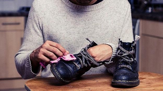 Bảo quản để giày bảo hộ ở nơi khô ráo, thoáng mát